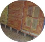 drei-ausstellungstuecke-im-ziegelfliesenausstellungsraum-von-pro-lehm-01-kreisrund.jpg